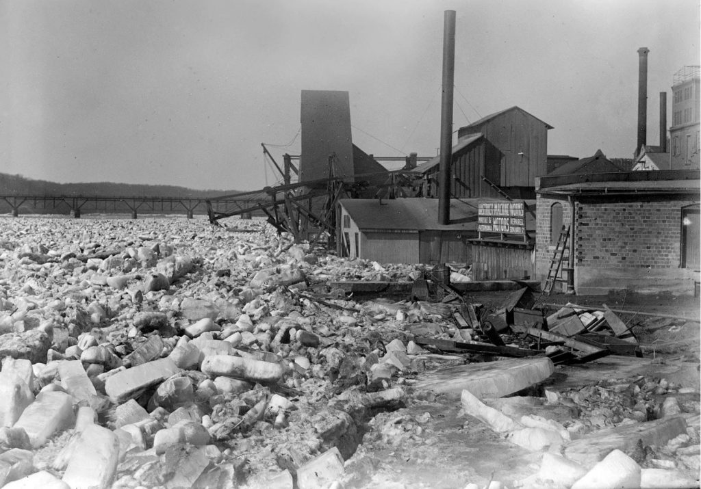 Harris & Ewing, photographer. POTOMAC RIVER ICE JAMS. Washington D.C, 1918. Photograph. Retrieved from the Library of Congress, https://www.loc.gov/item/hec2008007434/. (Accessed January 10, 2018.)